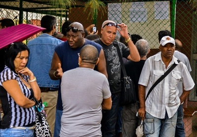 自動車輸入制限撤廃のキューバ、高すぎる価格に怒りと失望