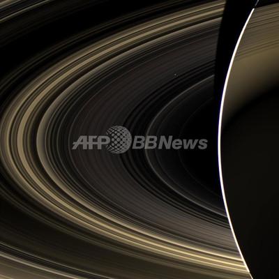 土星からみた金星の画像、NASA公開