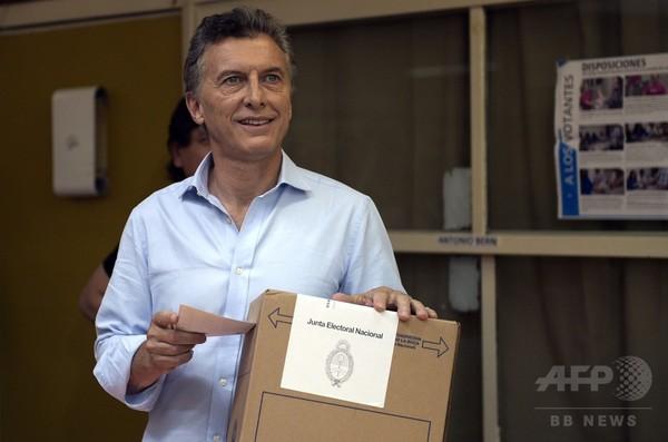アルゼンチン大統領選、マクリ氏が勝利