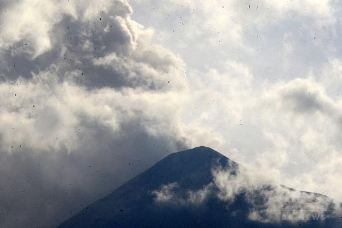 フエゴ山噴火、300人避難 グアテマラ