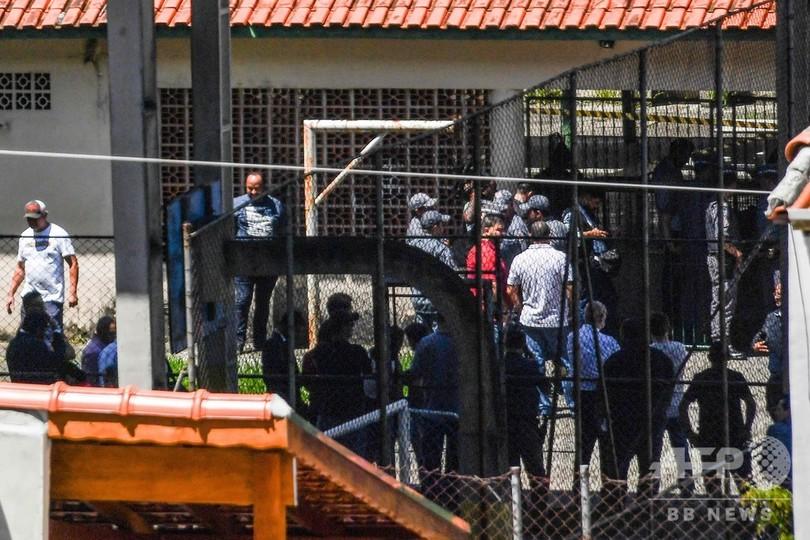 ブラジルの学校銃撃事件、自殺した犯人は17歳と25歳の元生徒