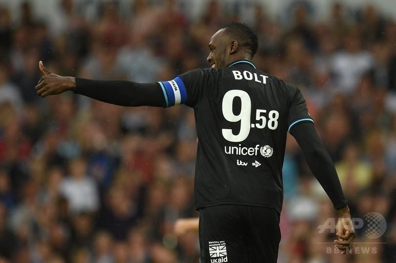 ボルト氏がユニセフ主催のサッカー慈善試合に出場、英人気歌手らと対戦