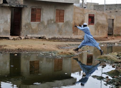 豪雨被害のセネガル、復旧作業に遅れ
