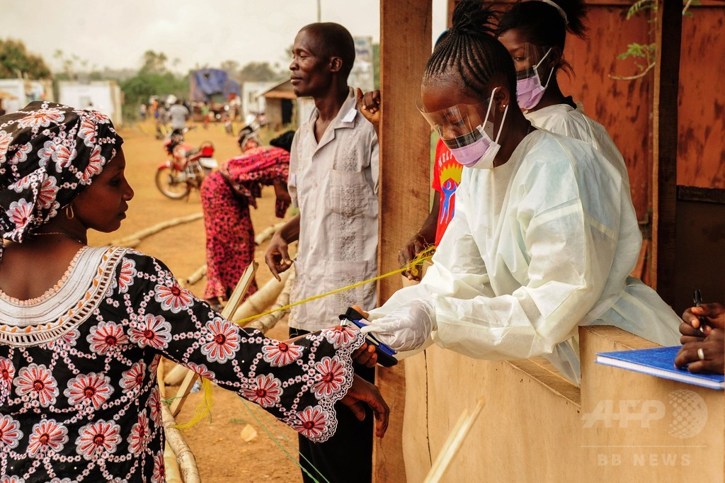 リベリア、ギニア国境を閉鎖 エボラ熱で死者の発表受け