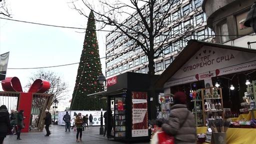 動画:1115万円のクリスマスツリーに市民の不満噴出、セルビア首都
