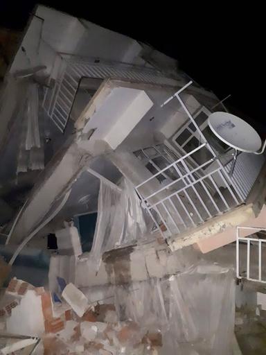 トルコ東部でM6.8の地震 4人死亡