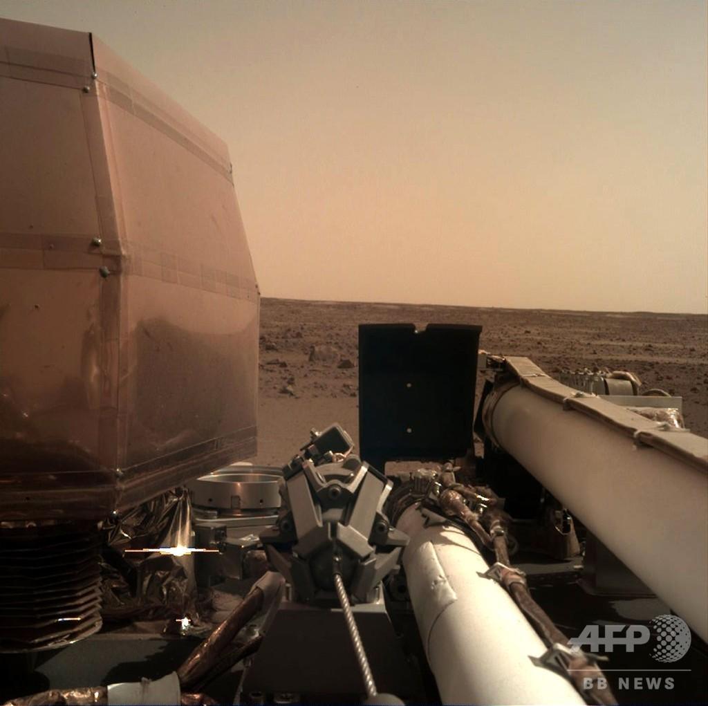 NASA火星探査機、着陸に成功 初の画像送信