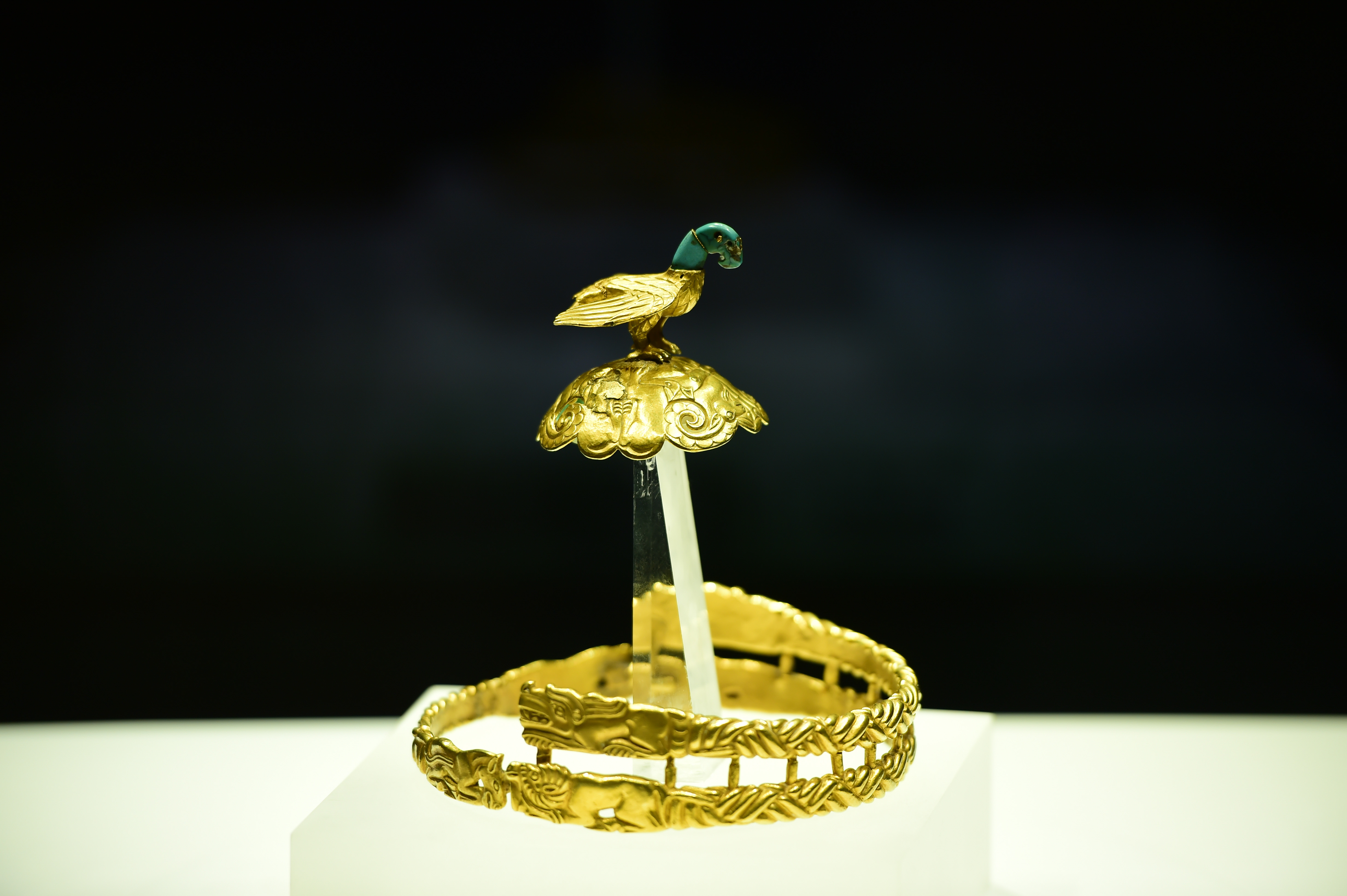 眩い輝きを放つ至宝 戦国時代の「鷹頂金冠飾」 内モンゴル自治区博物館