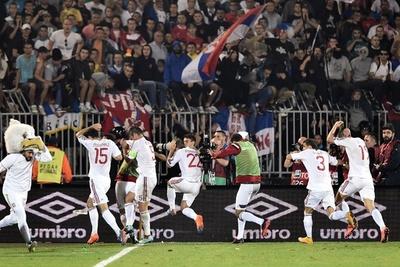 アルバニア、セルビアファンから「石やコンクリートを投げつけられた」
