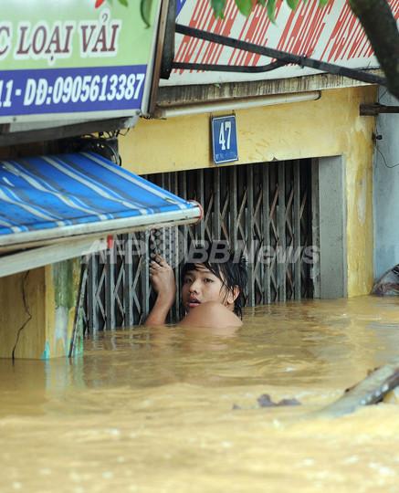 台風16号、ベトナムとカンボジアで死者49人 勢力弱めラオスへ
