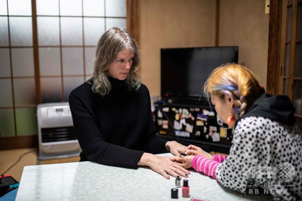 米国人夫が性別移行した夫婦、立ちはだかる日本の法律の壁