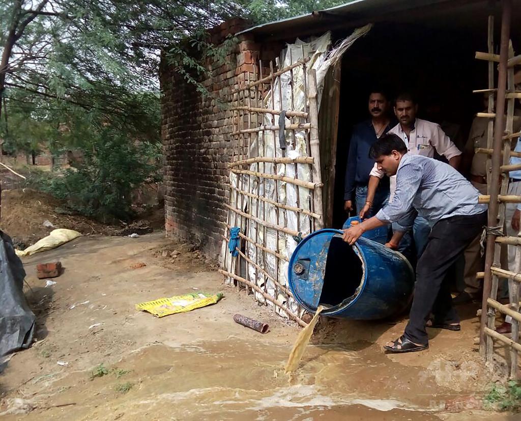 密造酒飲み12人死亡、当局が1万リットル廃棄 インド