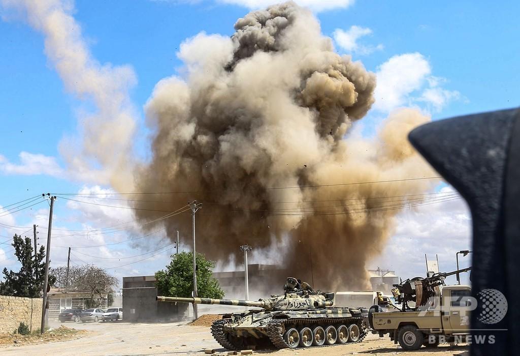 リビア首都争奪戦続く、数十人死亡 8000人避難