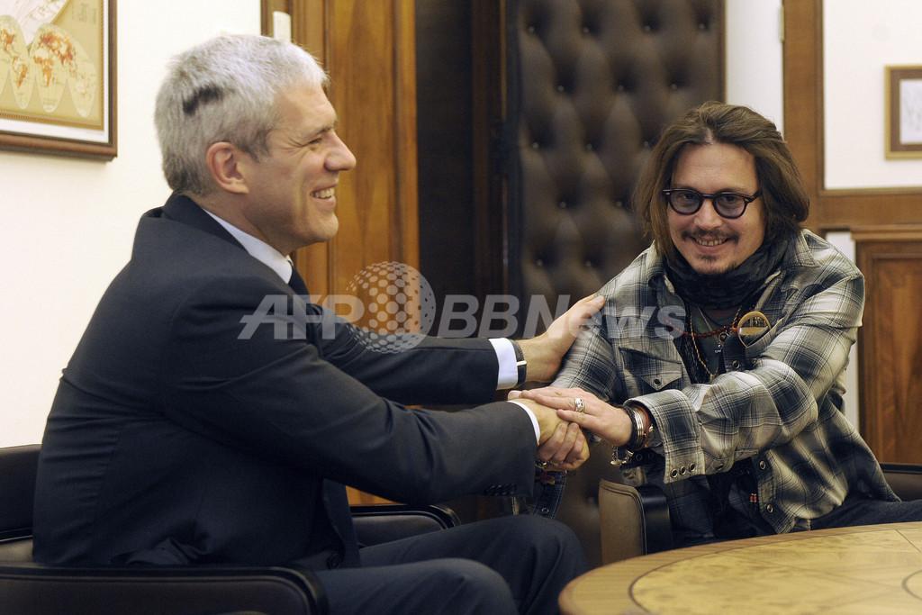 ジョニー・デップ、セルビア大統領と面会