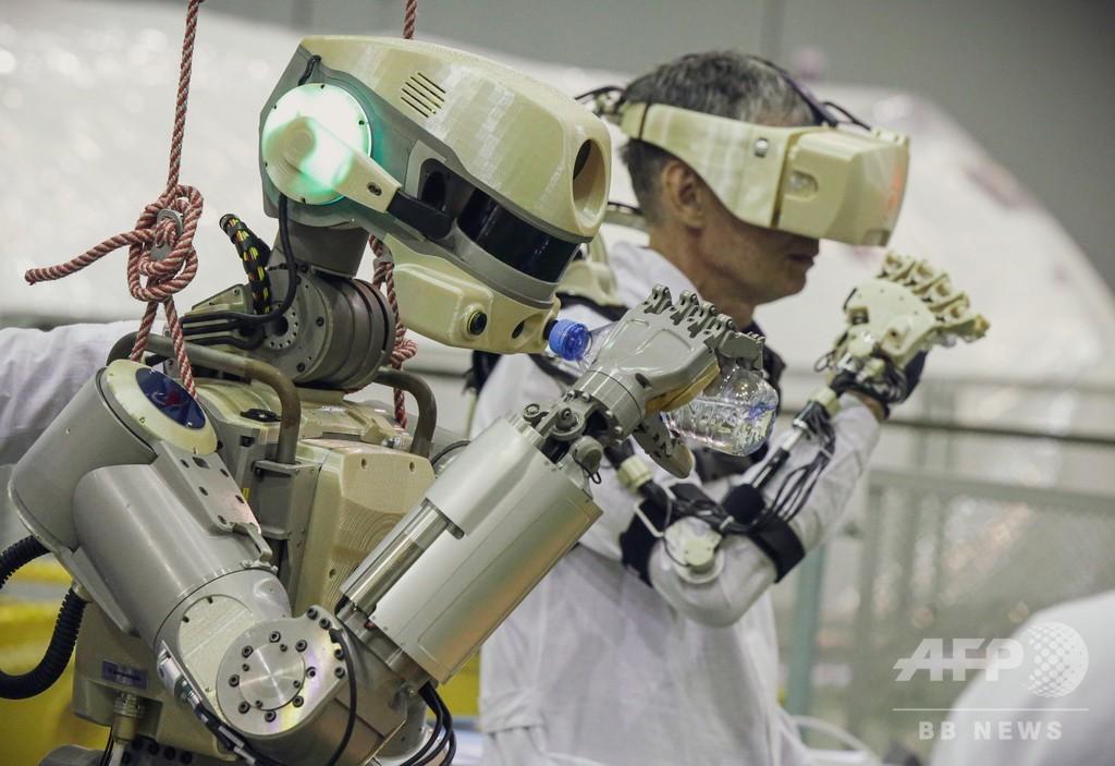 ヒト型ロボット乗せたロシア宇宙船、ISSとのドッキングに成功