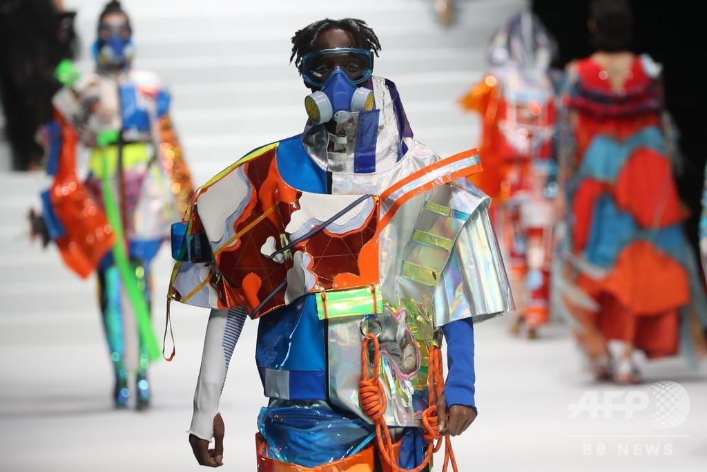 テーマは伝統と現代の衝突 南京芸術学院で卒業記念のファッションショー