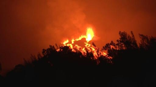 動画:フルネーズ火山がまた噴火、今年5回目 仏海外県レユニオン島