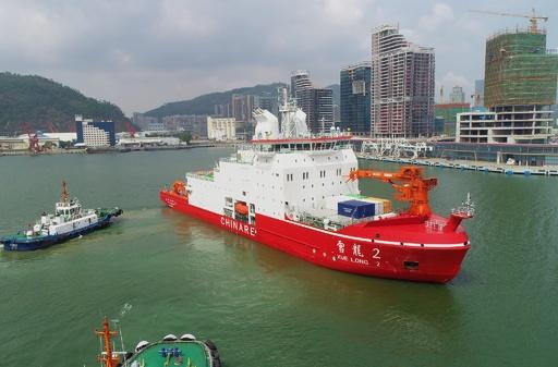 中国初の国産砕氷船「雪竜2号」が南極へ初航海