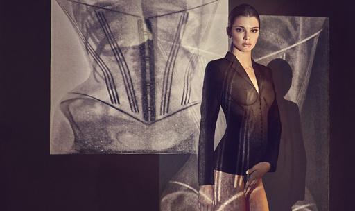 「ラペルラ」が提案する現代のパワースーツ、ミューズはケンダル・ジェンナー