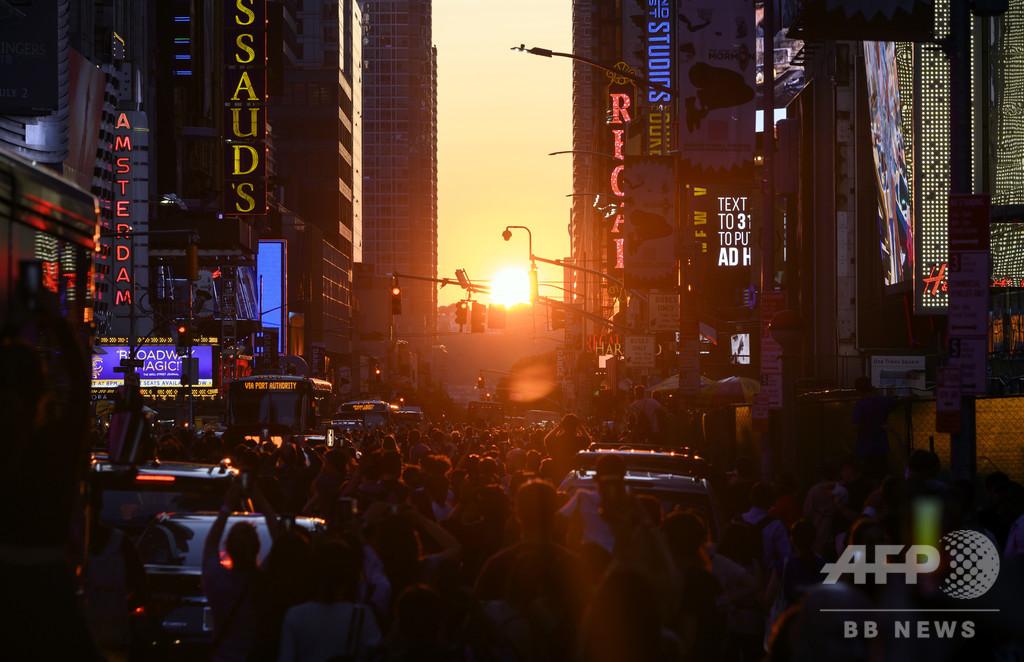 米NYにまばゆい夕日が沈む「マンハッタンヘンジ」、今年も観測