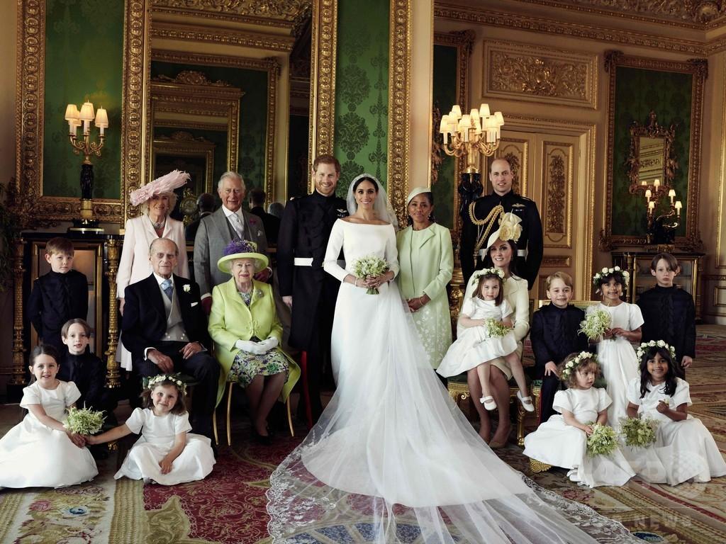ヘンリー王子夫妻、結婚式の公式家族写真を公開 祝福に感謝