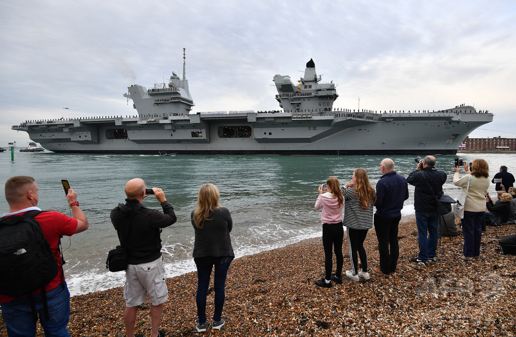 英史上最大の空母、浸水起こす 2週間前に就役式