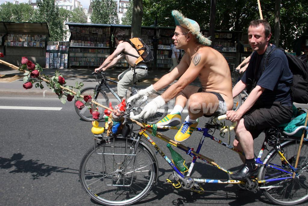 裸で自転車に乗り環境保護をアピール、「World Naked Bike Ride」開催