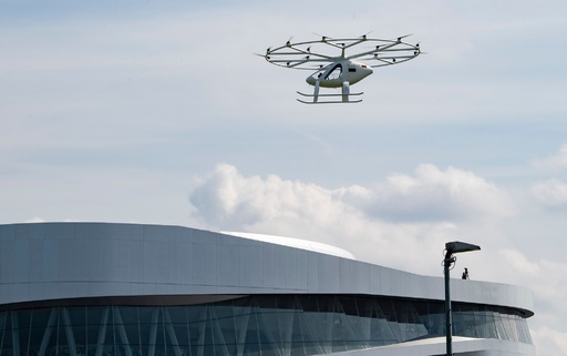 「空飛ぶ電動タクシー」が飛行 未来のモビリティー体感イベント 独