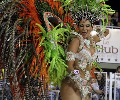 パラグアイ最大のカーニバル、華やかなダンサーらが競演
