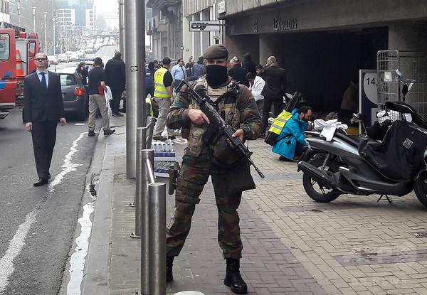 爆弾とISの旗、ブリュッセル家宅捜索で発見