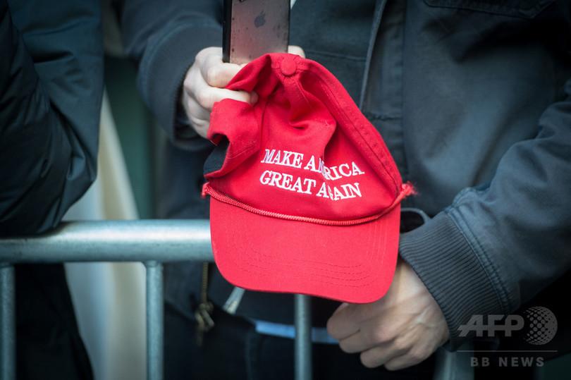 法廷でトランプ氏の帽子、判事に30日停職の懲戒処分 カナダ