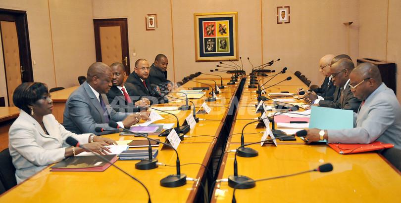 平静を取り戻しつつあるコートジボワール、新政権が初閣議