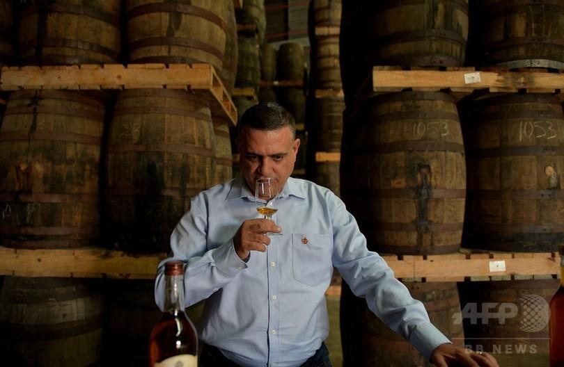 伝説のキューバ産ラム酒めぐる仁義なき戦い 「本家」はどっち?