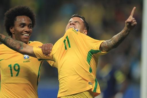 ブラジルがW杯南米予選首位通過決める、アルゼンチンとチリは苦戦