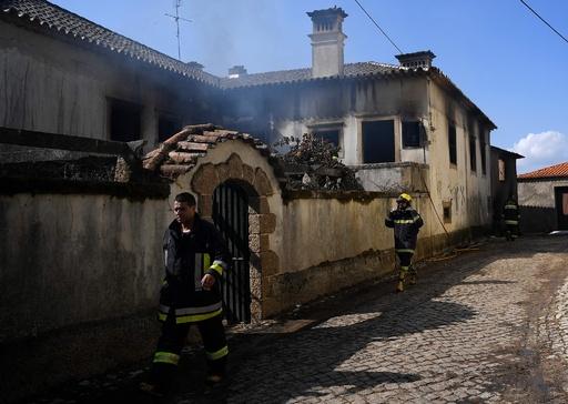 ポルトガル・スペイン山火事、死者45人に