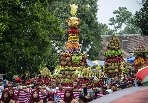 「ドリアンみこし」で恵みに感謝、恒例クンドゥレン祭り インドネシア