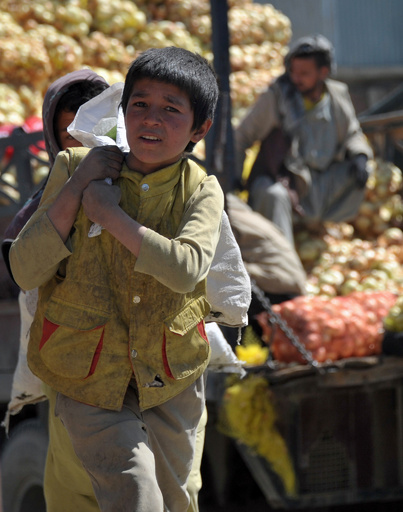アフガニスタン児童、40万人以上が通学を断念か 国際NGO