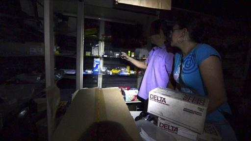動画:大規模停電中に略奪発生、ベネズエラ首都