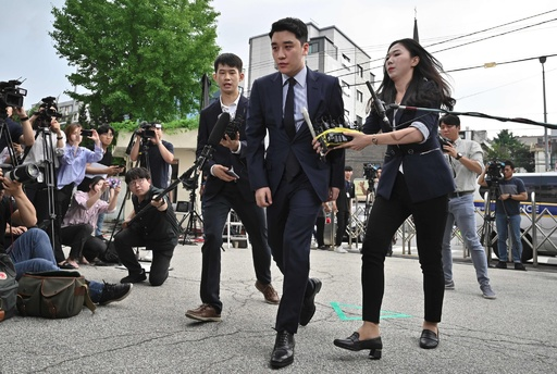 BIGBANG元メンバーのV.I、常習賭博疑惑で取り調べ受ける 韓国