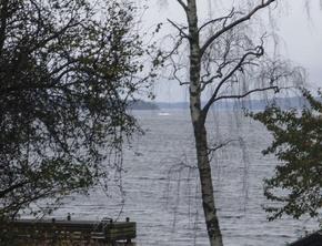スウェーデン軍、謎の「外国船」の写真公開
