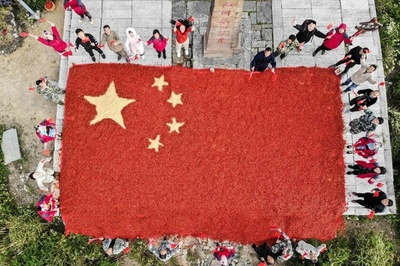 国慶節控え巨大な国旗登場、その正体は…?中国