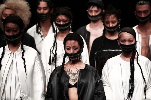 「異文化をファスナーでつなぐ」 韓国人デザイナーの東京ランウエー