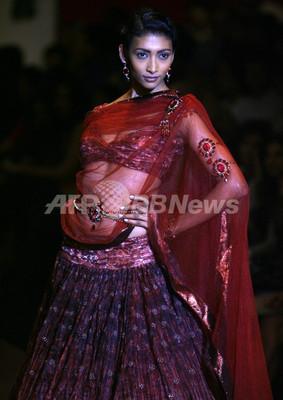 <08/09年秋冬インド・ファッションウィーク>タルン・タイリアーニ、新作を発表