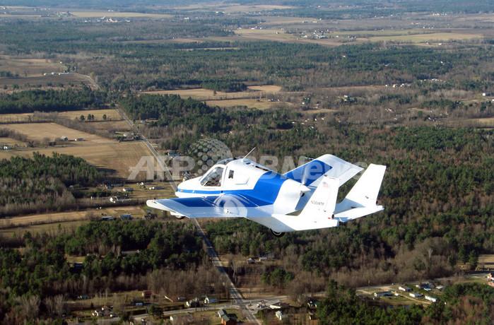 「空飛ぶ自動車」の試験飛行に成功、米テラフジア