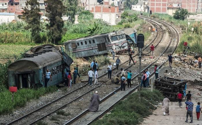 列車衝突現場で救急隊員が自撮り、辺地送り処分に エジプト