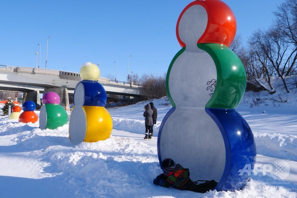 川が凍ったスケートリンク、全長最大8キロ超 アートやグルメも カナダ・ウィニペグ