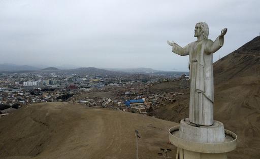 首都を見下ろす「盗人のキリスト像」に撤去要求、ペルー