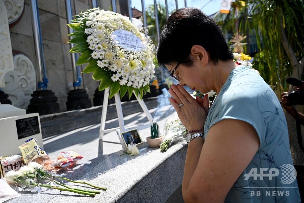 バリ島爆弾テロから17年、遺族や生存者が犠牲者を追悼 悲しみは癒えず