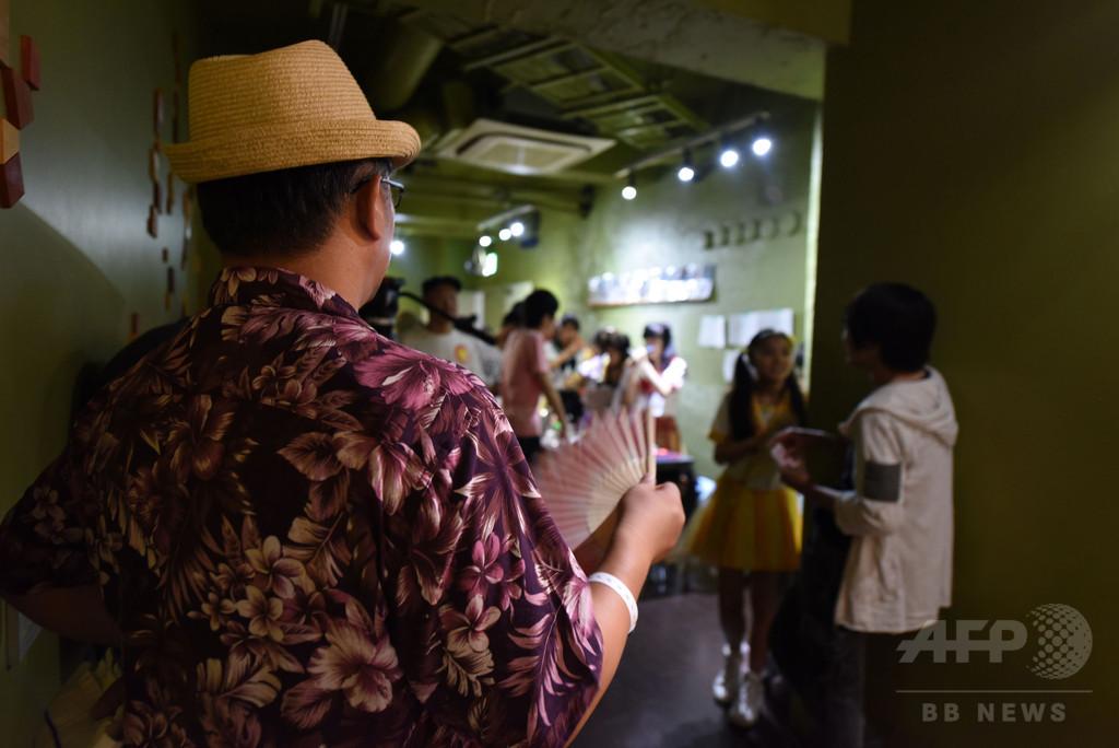 少女アイドルに熱中する日本 「崇拝」か「小児性愛」か