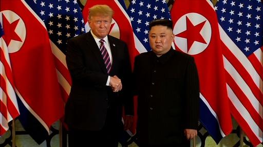 動画:米朝会談1日目、両首脳固い握手交わす